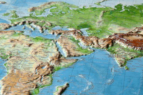 Svět rámovaná reliéfní plastická mapa 1:53 500 000 - 80 x 60 cm, Doprava zdarma