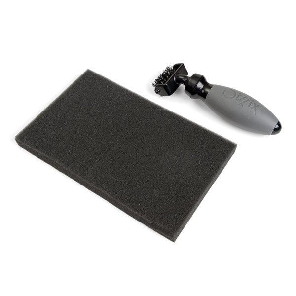 Sizzix Kartáč (čistič šablon) a pěnová podložka