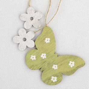 Dřevěný závěsný motýl s kytičkami
