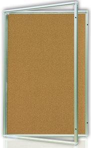 Vitrína interiérová 90x120 cm, vertikální otevírání uzamykatelné, korkový povrch