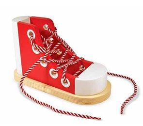 Dřevěná bota - Zavazování tkaničky