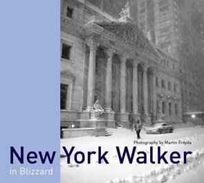 New York Walker in Blizzard (anglicky)